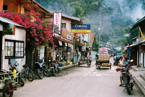 street-scene-el-nido-palawan-philippines